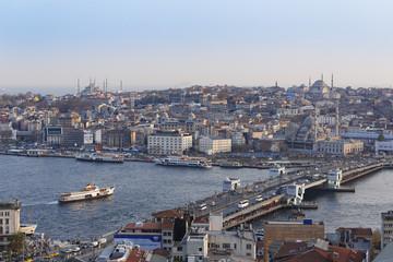 Türkei, Istanbul, Blick vom Galata-Turm auf Goldene Horn, links die Blaue Moschee