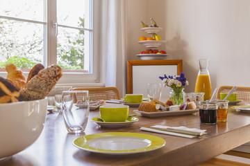 Deutschland, Baden-Württemberg, Stuttgart, gedeckter Frühstückstisch