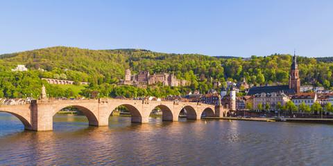 Deutschland, Baden-Württemberg, Heidelberg, Altstadt, Alte Brücke, die Kirche des Heiligen Geistes und das Heidelberger Schloss