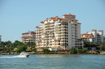 Expensive waterfront apartments in Miami Beach