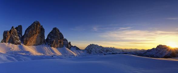 Italien, Dolomiten, Trentino-Südtirol, Pustertal, Hochpustertal, Tre Cime di Lavaredo bei Sonnenuntergang