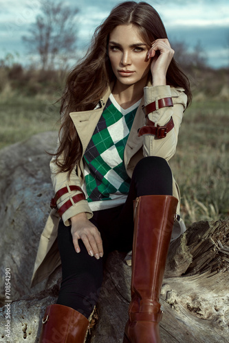 Fashion portrait of young woman outdoor in autumn scenery - 70854290