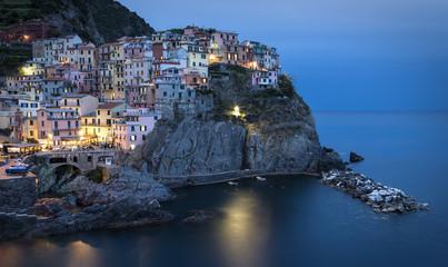 Italien, Cinque Terre, Manarola am Abend