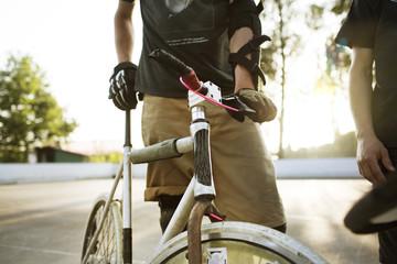 Deutschland, Hannover, Bike-Polo-Spieler im Einsatz