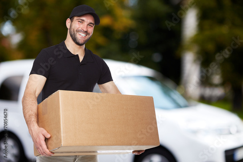 Leinwanddruck Bild Smiling delivery man