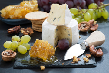 Camembert with fresh honey, grapes and nuts
