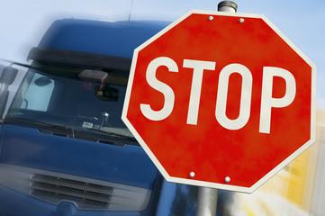 LKW & STOP-Schild
