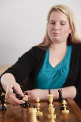 Schach, Frau, Schachfiguren tauschen