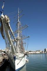 Velero atracado en el puerto de Cádiz.España