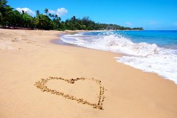 Herz am Sandstrand