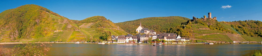 Panorama von Beilstein an der Mosel mit Burg Metternich