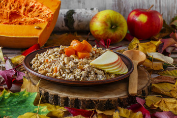 oatmeal with pumpkin and apple