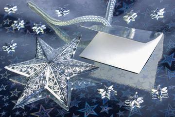 Weihnachtssterne und Grußkarte