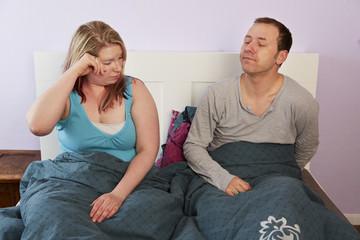 Ehepaar, Bett, aufwachen