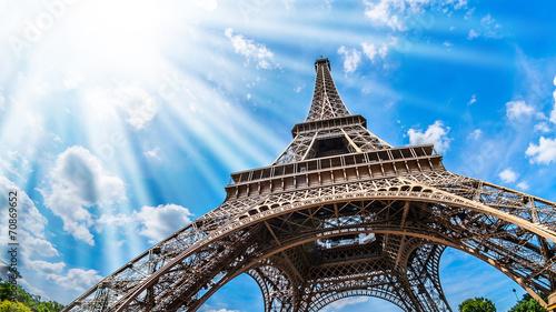 Eiffelturm - Weitwinkel Aufnahme - 70869652