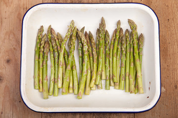 asparagus in baking tray
