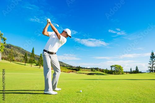 Leinwanddruck Bild Man Playing Golf