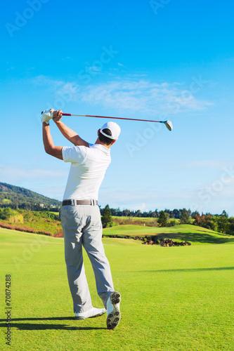 Fototapeta Man Playing Golf