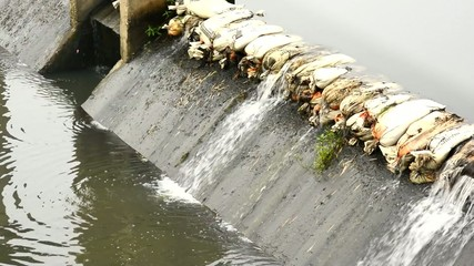 Sandbags to block the water on the dam.