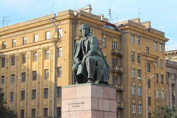 бронзовая скульптура писателя Н. Г. Чернышевского