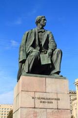 бронзовая скульптура великого писателя Н. Г. Чернышевского
