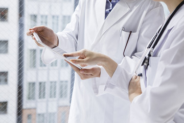 Woman doctor to make sure the tablet