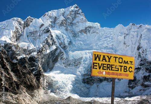 Fotobehang Nepal Nuptse peak near Gorak Shep village