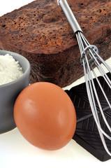 Gâteau au chocolat et ses ingrédients
