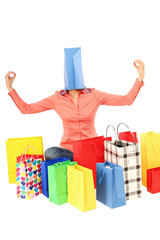 Frau im Shoppingwarn