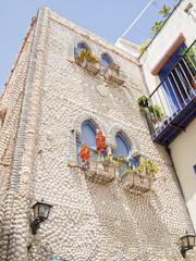 casa con fachada de conchas