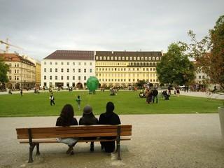 Münchner genießen Feierabend am Marienhof