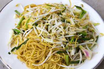 Chinese Stir fried noodles with bean sprouts