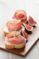 canapes with spanish jamon