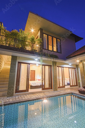 Tropical villa with a pool. - 70927847