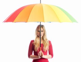Frau unterm Regenschirm