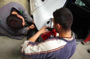 atelier de carrosserie - réparation de feux