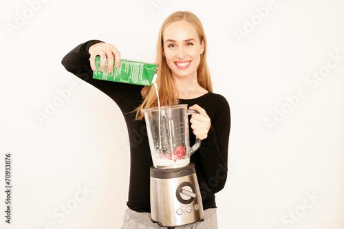 canvas print picture Erdbeer Milch Shake machen