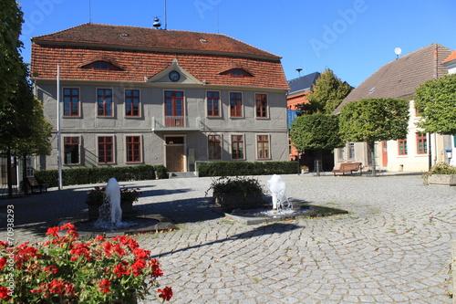 Markt mit Rathaus der Inselstadt Malchow - 70938293