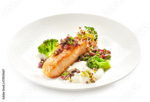 canvas print picture grilled salmon fillet with vegetables