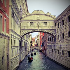 Bridge of sighs in Venice with gondolas