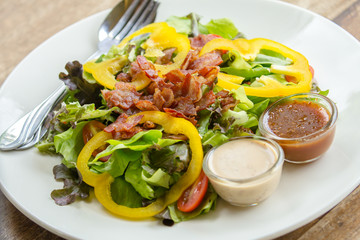 Green salad with bacon