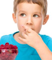 Little boy with raspberries