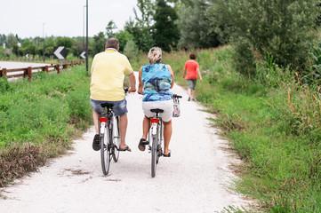 insieme in bicicletta