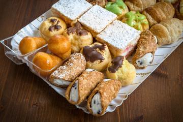 Vassoio di pasticcini italiani