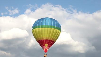 Hot air ballon gets down