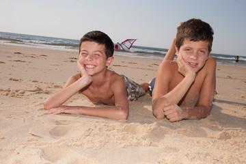 Enfants sur le sable