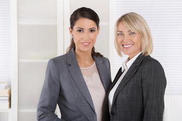 Karrierfrau: Zwei erfolgreiche Business Frauen im Portrait