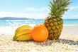 美しい砂浜と新鮮な果物