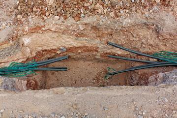 Cables dans une tranchée