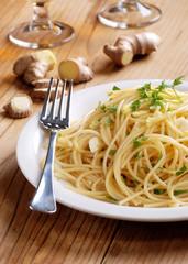 spaghetti allo zenzero con prezzemolo e aglio
